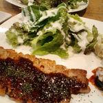 シャビー&チック - 数量限定週替りの「ランチセット」 ■ランチプレート~豚肉のステーキ&サラダ
