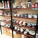 46435590 - 店内を入ると店頭では雑貨や食器、紅茶などの販売も                       されてます。ティーポットやカップがかっこいいね~♪