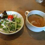 46449323 - セットのスープとサラダ
