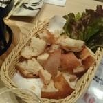 46450938 - チーズフォンデュのパン