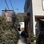 エピ・ド・ルージュ - 旧R250(浜国)、池田交差点北西すぐ、住宅街にあるお洒落なパン・ケーキのお店です