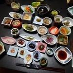 青葉旅館 - 料理写真:夕食小皿料理が約30ほど~