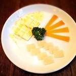 ビバラビーダ - チーズ盛り合わせ ¥780