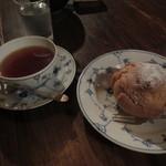 佐伯カフェドランブル - 紅茶とシュークリーム