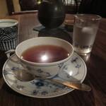 佐伯カフェドランブル - 紅茶は、ロイヤルコペンハーゲンのティーカップで・・・