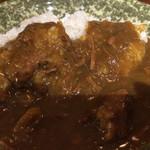 亭久五 - カレーは程良い味つけとコクで家で作るのとは一味違う。ゴロっとした肉はよく煮込まれていてホロホロ。