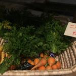 ファームフレアズ - 店内で販売されている無農薬野菜