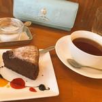 ココロニカフェ - デザートセットにガトーショコラ♡♡ 少し小さめの可愛いサイズ感ʚ♡ɞ ランチで結構お腹膨れてたからちょうど良かった 美味しすぎた(*´³`*)♥︎