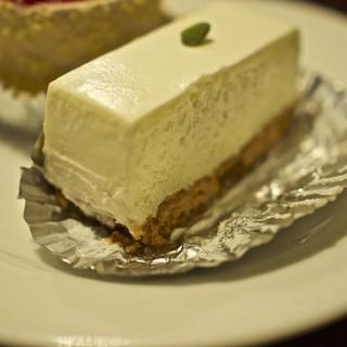 西洋菓子しろたえ - 料理写真:260円『レアチーズケーキ』2016年1月吉日