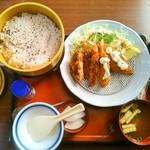 まるまつ 宇都宮南店 - シーフードフライの赤飯セット