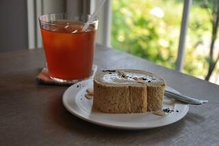 mado cafe - アイスティー ¥500 季節のケーキ ¥450