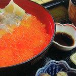 レイクサイドキッチン トントン - 姫ますイクラ丼