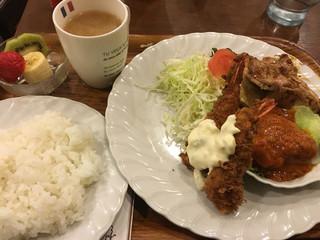 ブラボオ - 本日のサービスランチ(エビフライ・チキントマトソース・ショウガ焼)