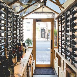 50種類以上のボルドー直輸入ワインを用意
