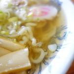 赤れんが - スープは昆布出汁の甘みと塩の絶妙なハーモニー。豚はほのかに香る程度