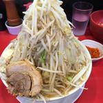 用心棒2階 - ラーメン豚あり(730円) ヤサイマシマシニンニクカラアゲ