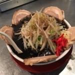 豚斬りらーめん - 黒マー油豚麺 \960