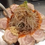 豚斬りらーめん - 辛味噌豚麺 \960 +チャーシュートッピング