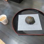 ごま福堂 - 黒ごま蒸し饅頭100円