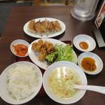 東京餃子軒 - ランチセットのギョーザ+唐揚げ