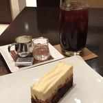 リンツ ショコラ カフェ - ケーキセット(1512円)