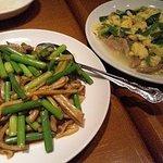 美中味 - 韮菜炒蛋(にら玉)、蒜苗炒猪肚(豚モツとニンニクの芽ピリ辛炒め)