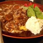 カレーは飲み物。 秋葉原店 - 黒い肉カレー(大盛り)890円