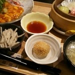 和夢茶Cafe - ランチ右半分 点心とスープと小鉢