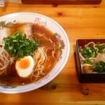 まるまつラーメン - ラーメン(元祖:醤油)E定食(とりわさ重ミニ):680円