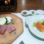 庭の食卓 四季 - スモークサーモンとオレンジ 青じそドレッシングと肉
