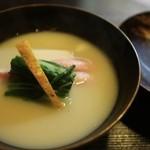 貴与次郎 - 椀 蟹棒肉 帆立 水菜 白味噌仕立て