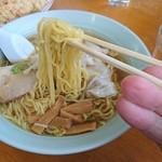 陶龍飯店 - 麺アップ