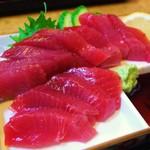さしみ亭 - 鰹のお刺身!ものすごく綺麗な色でしょ(。>∀<。)