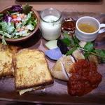 ケヤキカフェ - 宮城 森林鶏もも肉のオーブン焼き