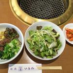 焼肉レストラン ソウル - 小ビビンバ、サラダ、キムチ
