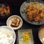 つぼつぼ - 鶏の唐揚げ定食