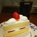 ドトールコーヒーショップ - 料理写真:苺のショートケーキ❤ ヾ(*≧∀≦)ノ゙