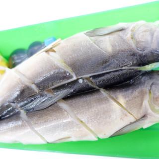 人吉駅弁 やまぐち - 料理写真:キレイで大きめの鮎