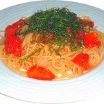 ピコピコ - 夏期限定『完熟トマトの冷やしスパゲティ』。奥出雲産トマト使用。茹でたての麺を氷水で締めた冷製パスタ。