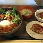 46512835 - ランチ 鶏肉のピリ辛甘酢丼