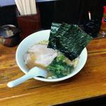 大黒家 - ラーメン(650円)。イメージしていた味とは異なっていた。海苔とほうれん草を麺にからめて食べるとよいようです。