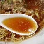 物産館みわ375 - スープはこんな感じ 醤油味普通か、塩味強め