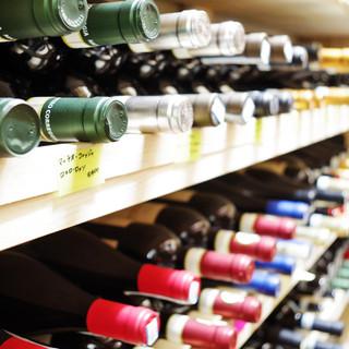 ピエモンテ地方のワインを100種類以上ご用意。