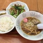 中華料理 東京 五十番 - 牛肉と小松菜の唐辛子炒め、半ラーメン(週替わりセット)824円