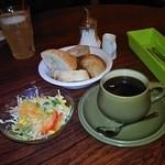 ブーガルーカフェ - ドリンク+サラダ+パン