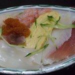 吉野鮨 - シャリ少なめにしてもらいました。美味しかったです。