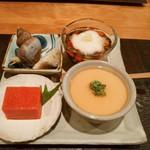 46520587 - 先付け パクチー豆腐、金時人参葛寄せ、ツブ貝牡蠣真丈、もずく