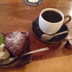 46521295 - ブレンドコーヒー(レキュム)&ガトーショコラ