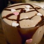 福田バー - 焙じ茶アイスで作った泡にハートの砂糖菓子がON