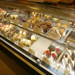 46530909 - ケーキのショーケース